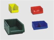 Plastové boxy pro lepší uspořádání porstoru v regálech